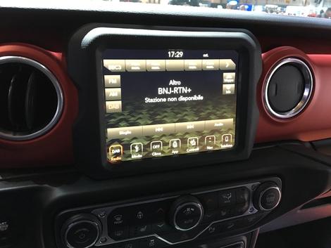 Un écran multimédia de 8,4 pouces !