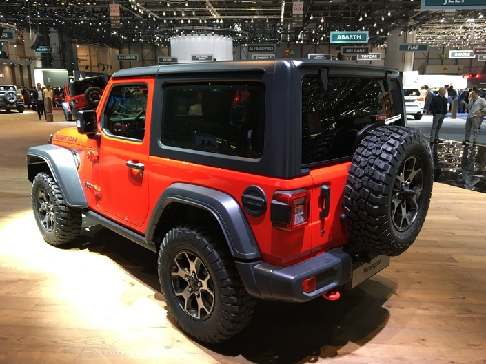 jeep wrangler retour vers le futur vid o en direct du salon de gen ve 2018. Black Bedroom Furniture Sets. Home Design Ideas