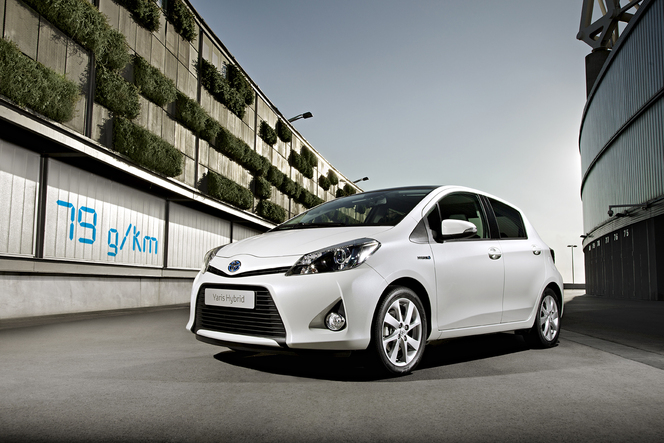 gen ve 2012 la toyota yaris hybride 79 g de co2 km. Black Bedroom Furniture Sets. Home Design Ideas