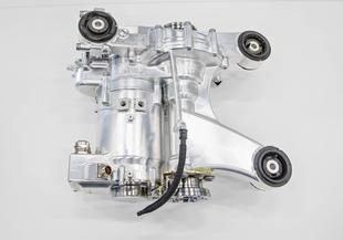 Le moteur électrique monté sur l'essieu arrière.