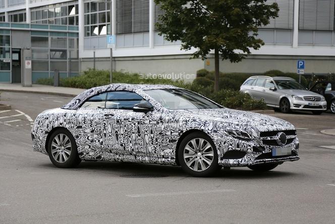 La Mercedes Classe S cabriolet se promène