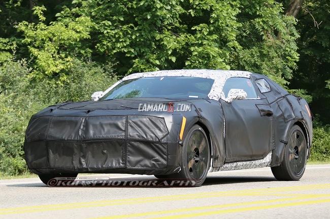 La nouvelle Chevrolet Camaro surprise sur la route