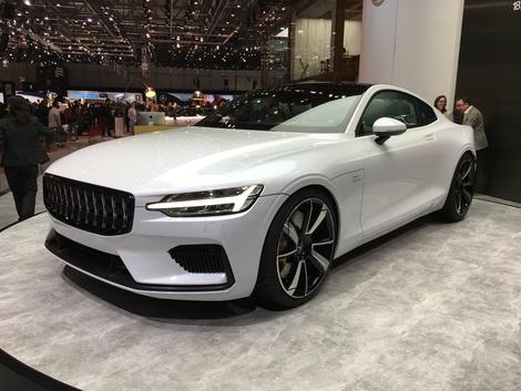 Le design de la voiture. Un vrai concept sur roues, un coupé élégant, statutaire, qui présage déjà la performance par son style. Bref, j'adore.