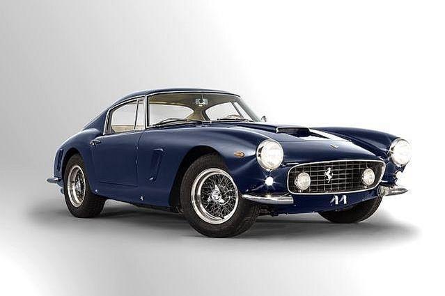 UNE FERRARI 250 GT ACHETEE 90 000 $ EN 1982 EST VENDUE 7,8 MILLIONS D'EUROS. Cette Ferrari 250 GT SWB Berlinetta de 1963 est le tout dernier exemplaire des 165 berlinettes Ferrari 250 GT châssis court produites.Achetée 90 000 $.en 1982, elle était estimée pour cette vente de 2016 entre 9 et 12 000 000 €. Les enchères avancent par 500 000 euros. L'enchère finale a atteint 7,800 000 euros, soit en dessous de l'estimation ! Dernière minute : cette enchère n'apparaît plus sur le site d'Artcurial et semble avoir été retirée de la vente après le tombé du marteau...