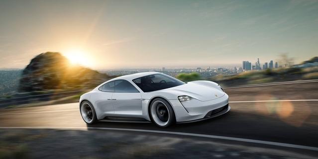 L'arrivée de la Porsche Mission E, supersportive électrique, a été confirmée pour la fin de la décennie. Un milliard d'euros d'investissement.