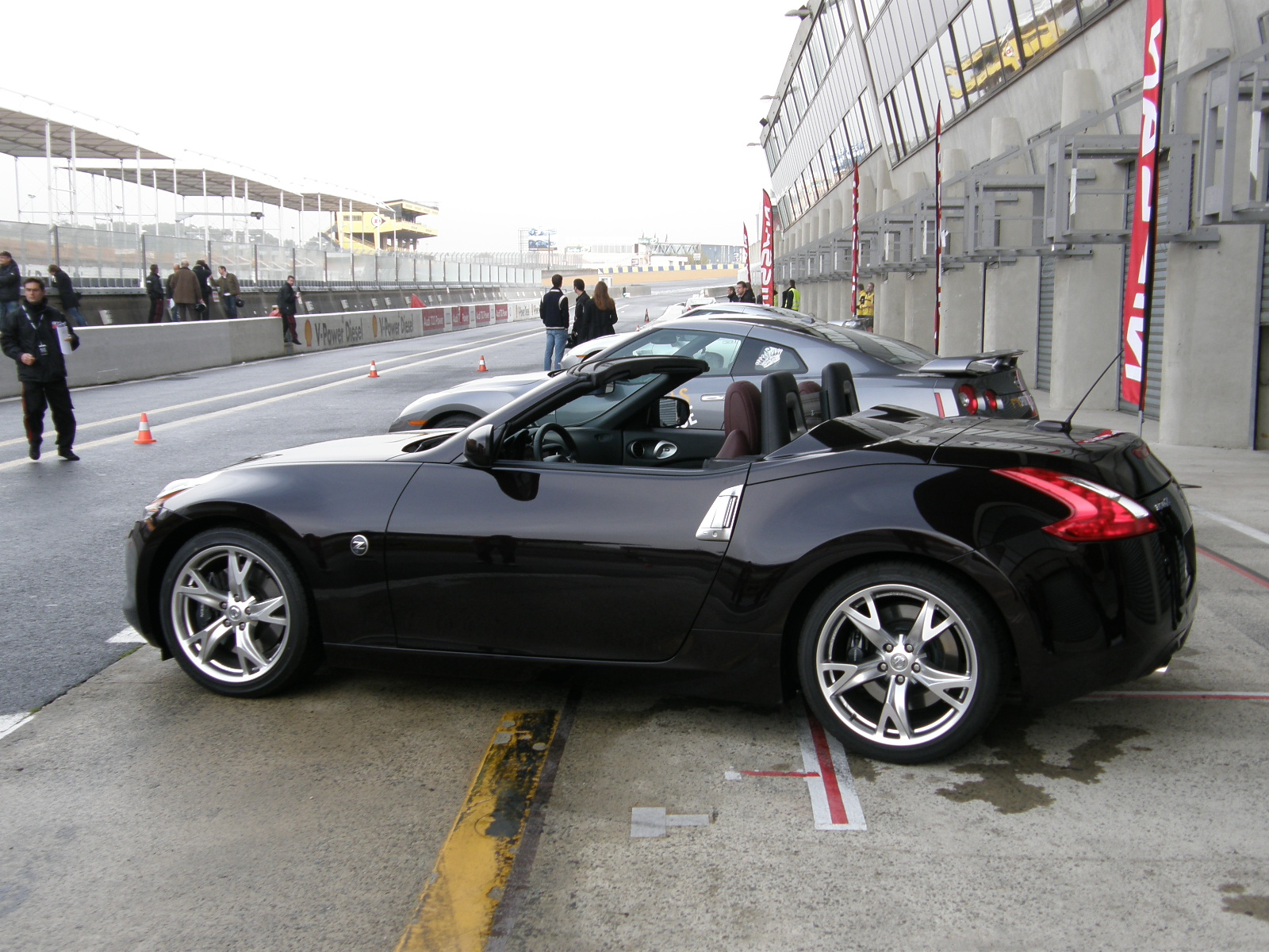 prise en mains vid o nissan 370z roadster en france avant le printemps. Black Bedroom Furniture Sets. Home Design Ideas