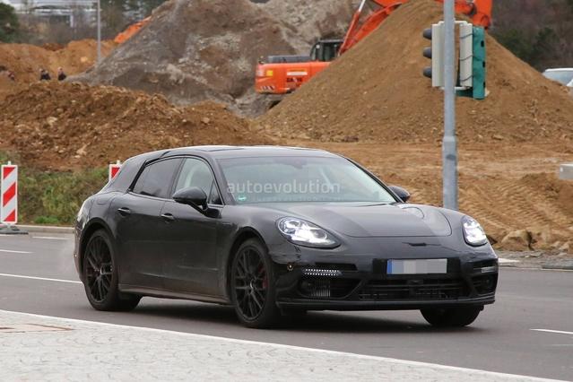 La Porsche Panamera Sports Turismo en approche