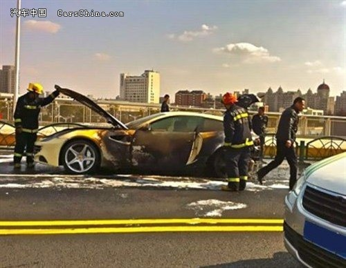 Une première Ferrari FF part en flammes