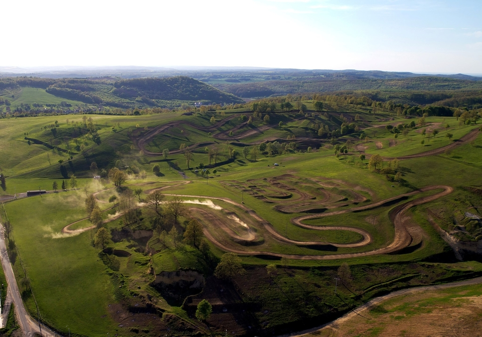 Dirtpark : un terrain de jeu idéal au milieu de la Hongrie [+vidéo]