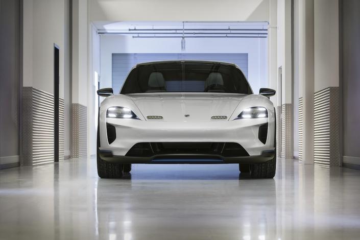 Salon de Genève 2018 - Porsche dévoile la Mission E Cross Turismo