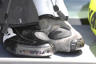 Moto GP: Rossi, au poil près