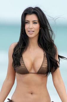Kanye West emboutit son Aventador dans le portail de Kim