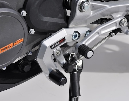 La KTM Duke 125 se sécurise chez Top Block