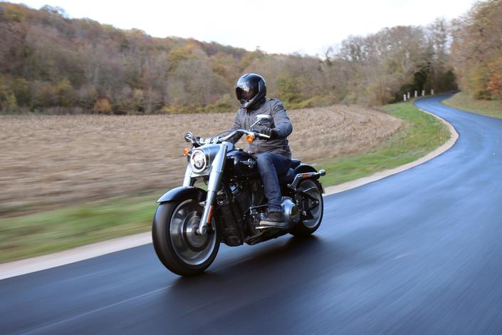 Comparatif – Harley Davidson Fat Boy VS BMW R18 : deux visions du cruising S1-comparatif-harley-davidson-fat-boy-vs-bmw-r18-deux-visions-du-cruising-654014