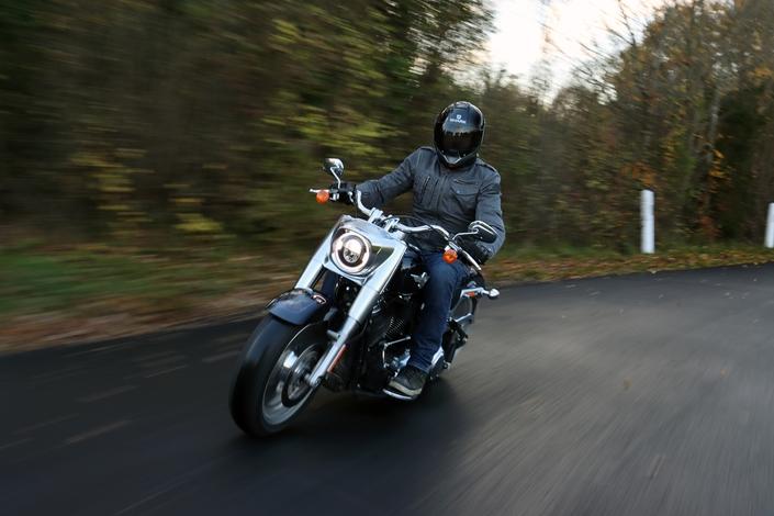 Comparatif – Harley Davidson Fat Boy VS BMW R18 : deux visions du cruising S1-comparatif-harley-davidson-fat-boy-vs-bmw-r18-deux-visions-du-cruising-654015