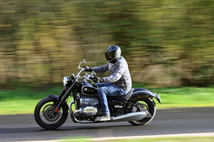 Comparatif – Harley Davidson Fat Boy VS BMW R18 : deux visions du cruising S1-comparatif-harley-davidson-fat-boy-vs-bmw-r18-deux-visions-du-cruising-654018