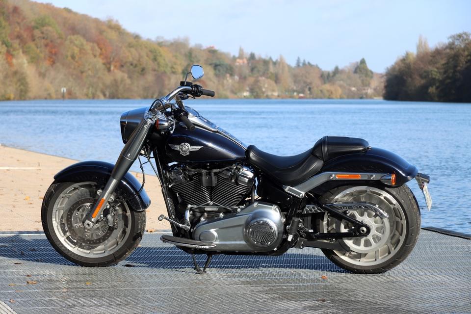 Comparatif – Harley Davidson Fat Boy VS BMW R18 : deux visions du cruising S8-comparatif-harley-davidson-fat-boy-vs-bmw-r18-deux-visions-du-cruising-653994