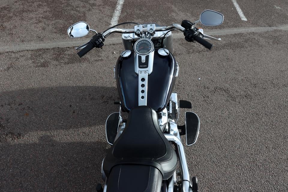Comparatif – Harley Davidson Fat Boy VS BMW R18 : deux visions du cruising S8-comparatif-harley-davidson-fat-boy-vs-bmw-r18-deux-visions-du-cruising-653995