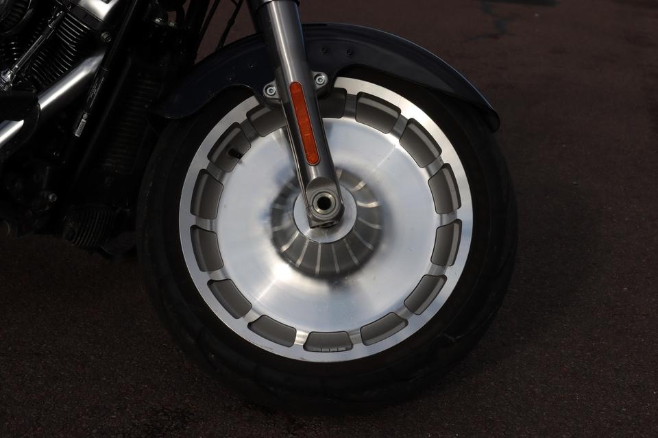 Comparatif – Harley Davidson Fat Boy VS BMW R18 : deux visions du cruising S8-comparatif-harley-davidson-fat-boy-vs-bmw-r18-deux-visions-du-cruising-653996