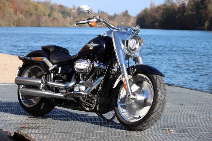 Comparatif – Harley Davidson Fat Boy VS BMW R18 : deux visions du cruising S1-comparatif-harley-davidson-fat-boy-vs-bmw-r18-deux-visions-du-cruising-654054