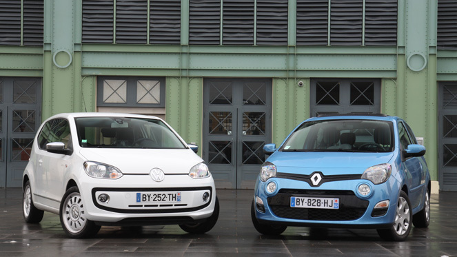 comparatif vid o renault twingo vw up quand elles arrivent en ville. Black Bedroom Furniture Sets. Home Design Ideas