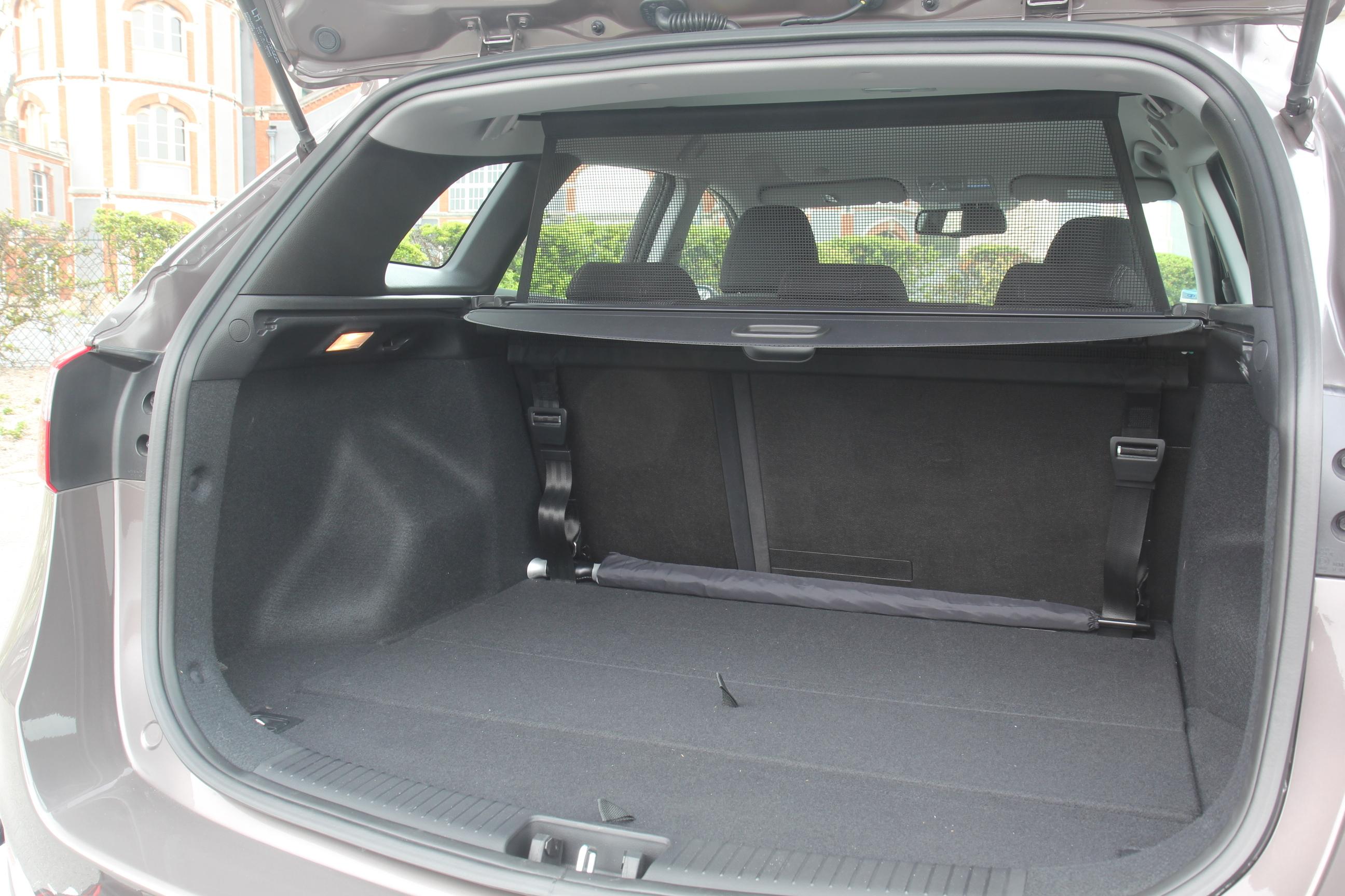 essai video hyundai i30 station wagon un break d 39 avance. Black Bedroom Furniture Sets. Home Design Ideas