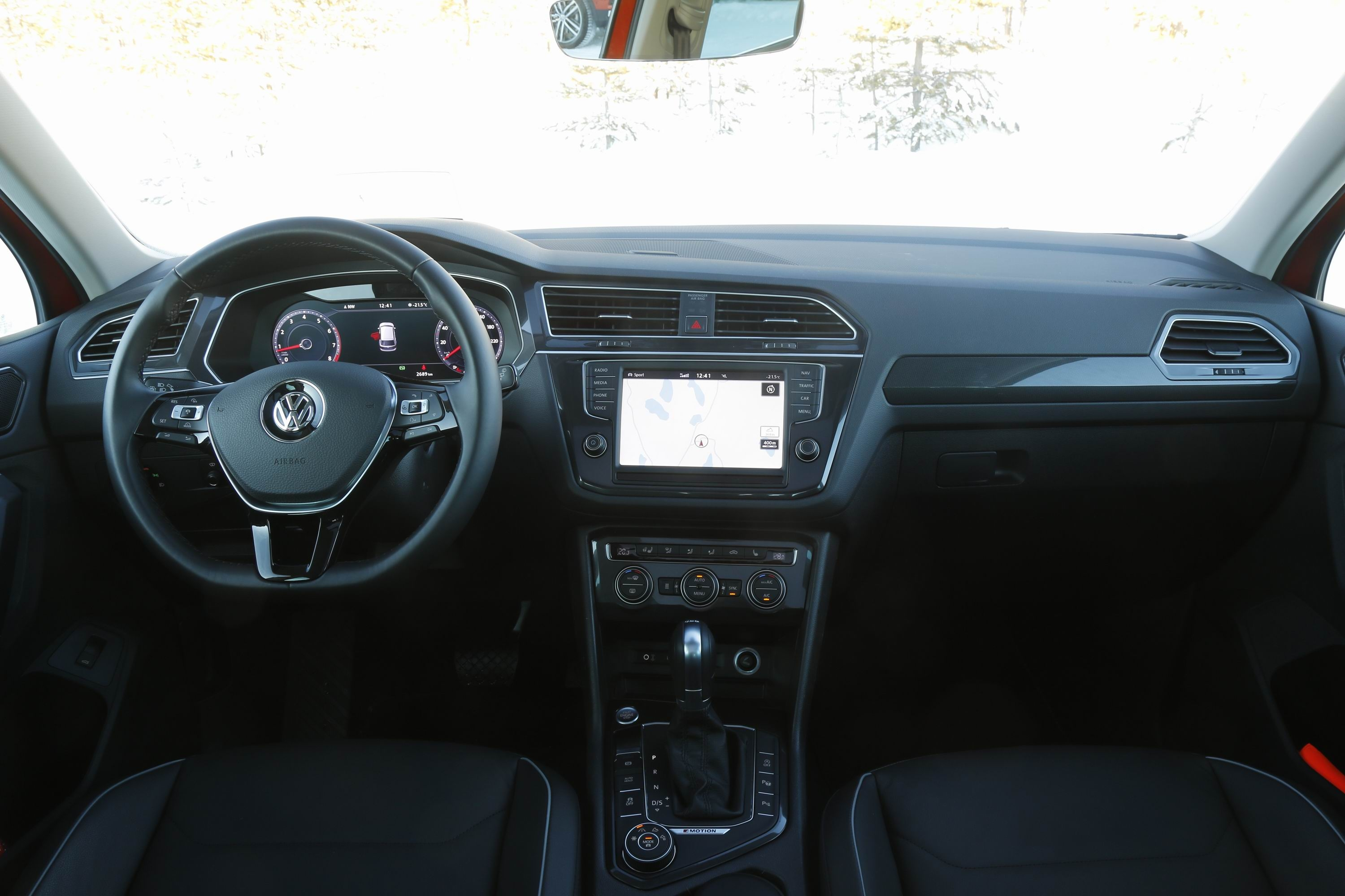 Prise en mains vid o volkswagen tiguan premi re for Interieur tiguan 2017