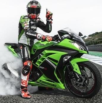 Nouveauté - Kawasaki: la Ninja 300 joue la Superbike en édition spéciale