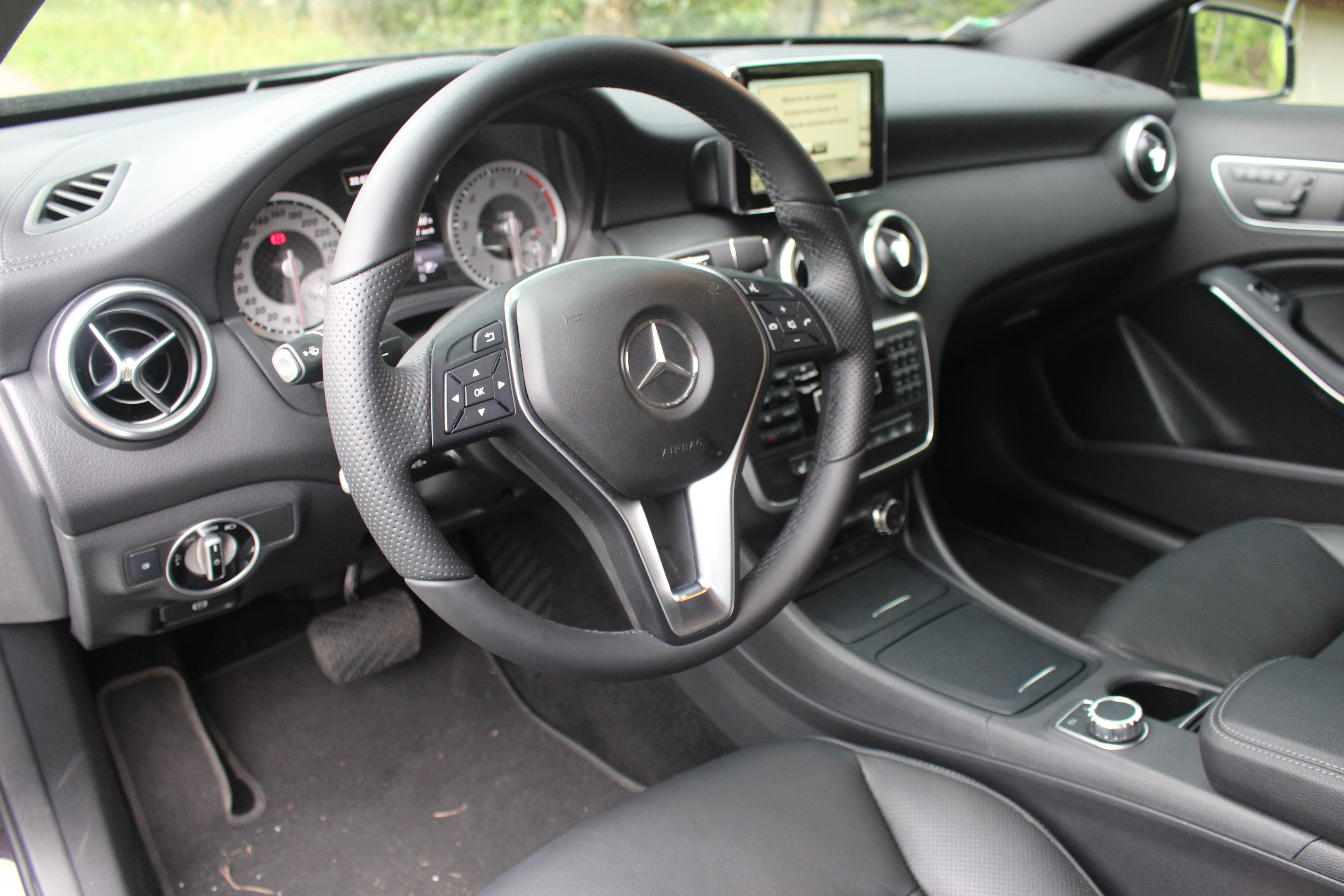 Mercedes classe a amg interieur 28 images vue for Interieur mercedes