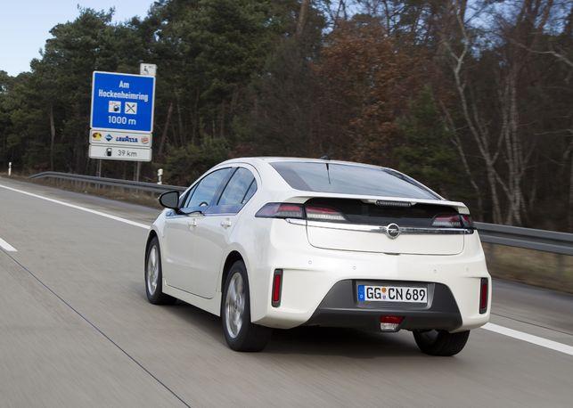 En direct du Salon de Genève : l'Opel Ampera a réussi son premier essai longue distance