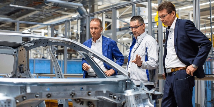 Herbert Diess at the ID 3 assembly lines in Zwickau.
