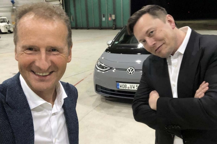 The unprecedented encounter between two competitors: Herbert Diess and Elon Musk.