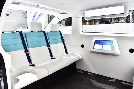 6 personnes peuvent prendre place à bord. 65 de ces véhicules sont actuellement déployés dans le monde.