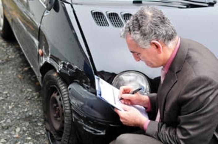 Justice: un expert a remis en circulation 1250 véhicules dangereux