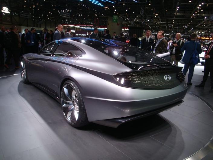 Hyundai choisit une silhouette coupé quatre portes… que l'on verrait plus pour sa nouvelle marque premium Genesis.