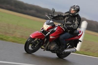 Essai Suzuki Inazuma 250 : Vers un monde sans saveur.