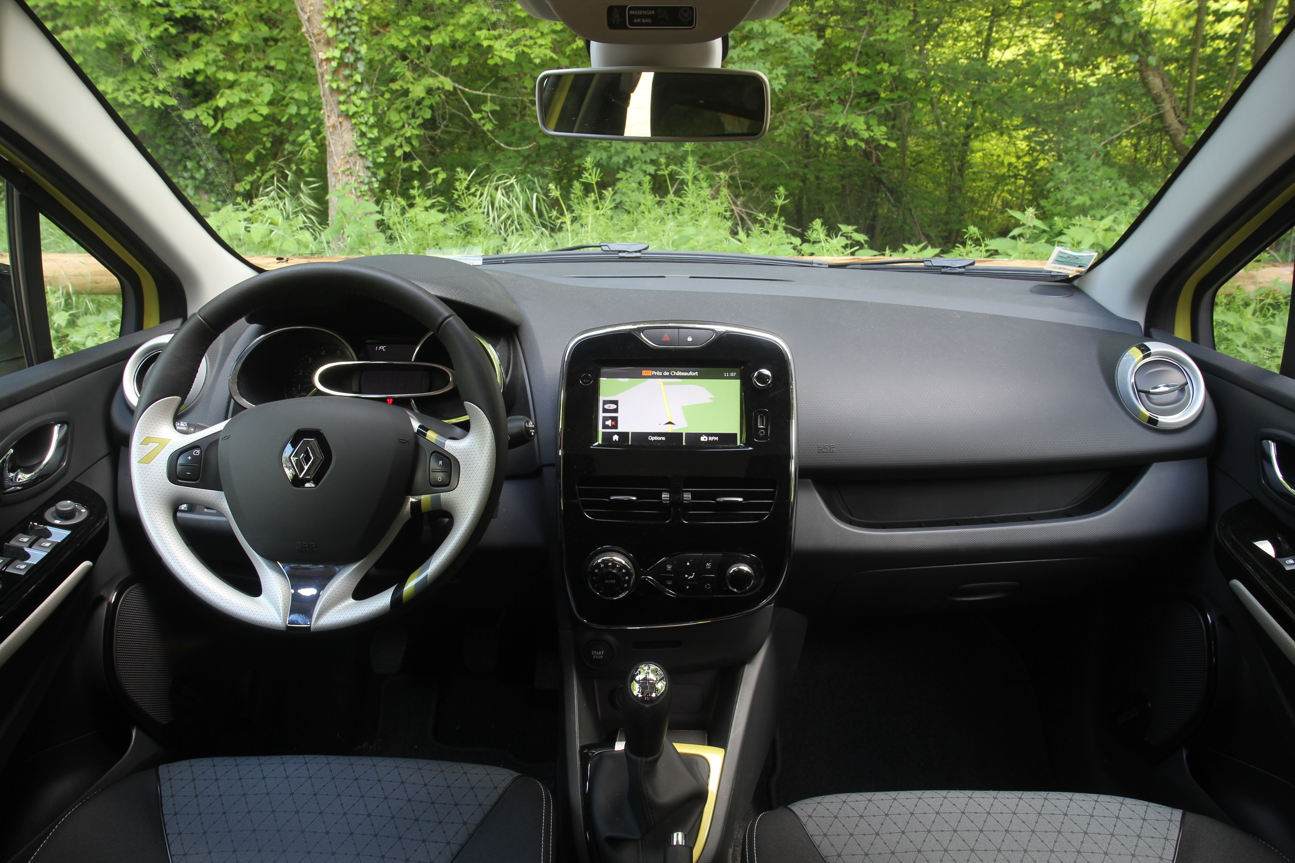Essai vid o renault clio 4 estate pratique et esth tique for Verification interieur exterieur clio 4