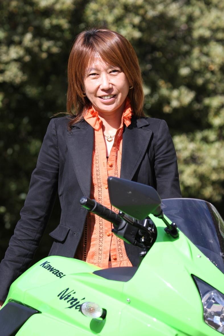 Eiko Kirino quitte la direction de Kawasaki Motors France. Elle rejoint le Japon pour assurer de nouvelles fonctions.