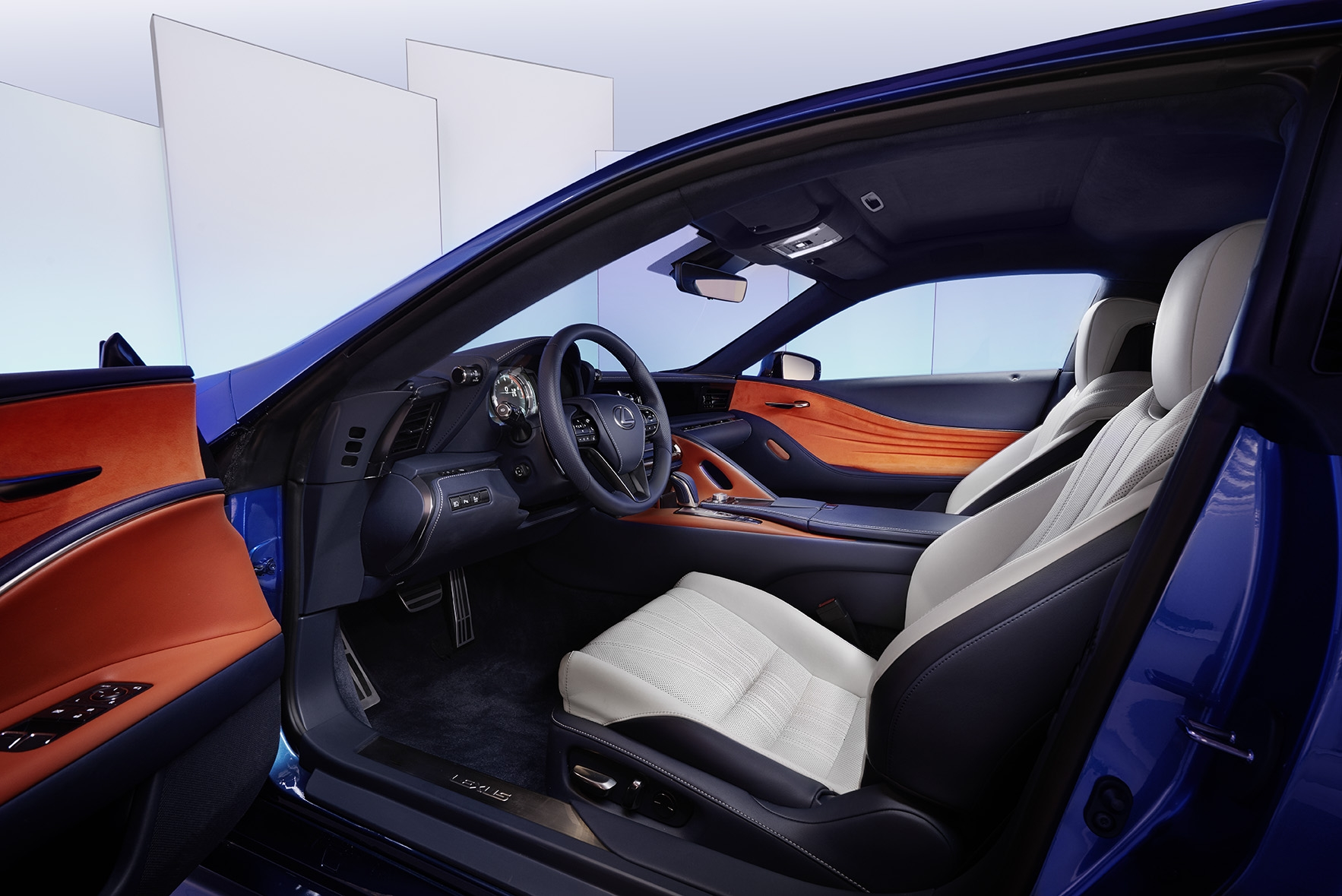 pr sentation vid o lexus lc500h quand hybride rime avec sportivit. Black Bedroom Furniture Sets. Home Design Ideas