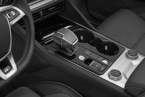 Grâce aux molettes implantées sur la console centrale, le Touareg proposera différents modes de conduite sur route et en offroad.