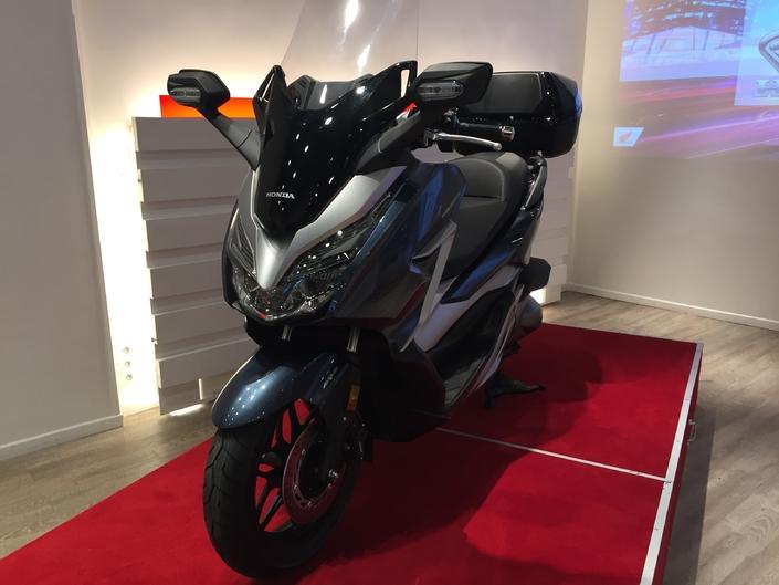 Présentation vidéo - Honda Forza 300 cm3 : retour remarqué