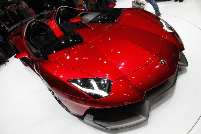 Vidéo live Genève 2012 - Lamborghini Aventador J, létal gravillon