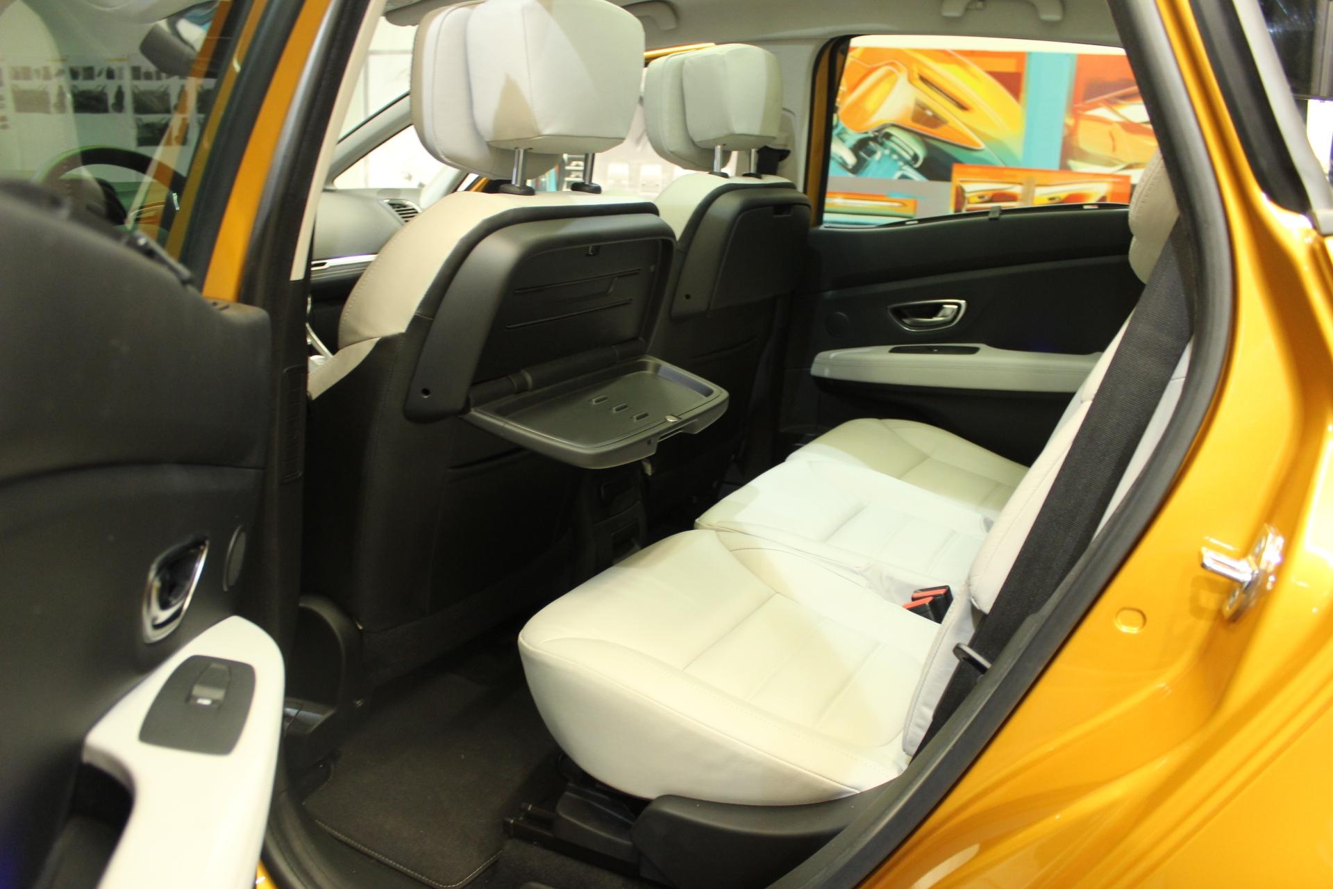 Vid o exclusive nouveau renault sc nic tous ses for Renault 9 interieur