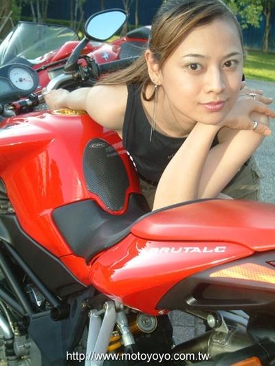 Moto & Sexy : Deux italiennes et une japonaise ... mais qui est qui ?