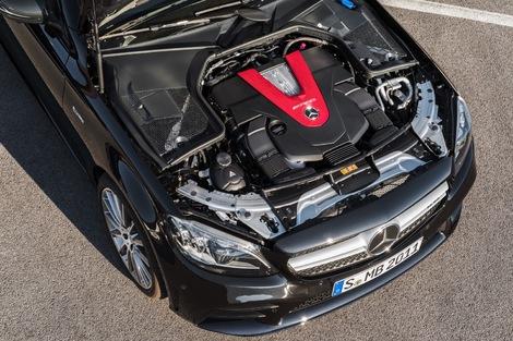 La C restylée est déjà proposée en 43 AMG avec V6 de 390 ch. Les 63 AMG seront revues dans quelques mois.