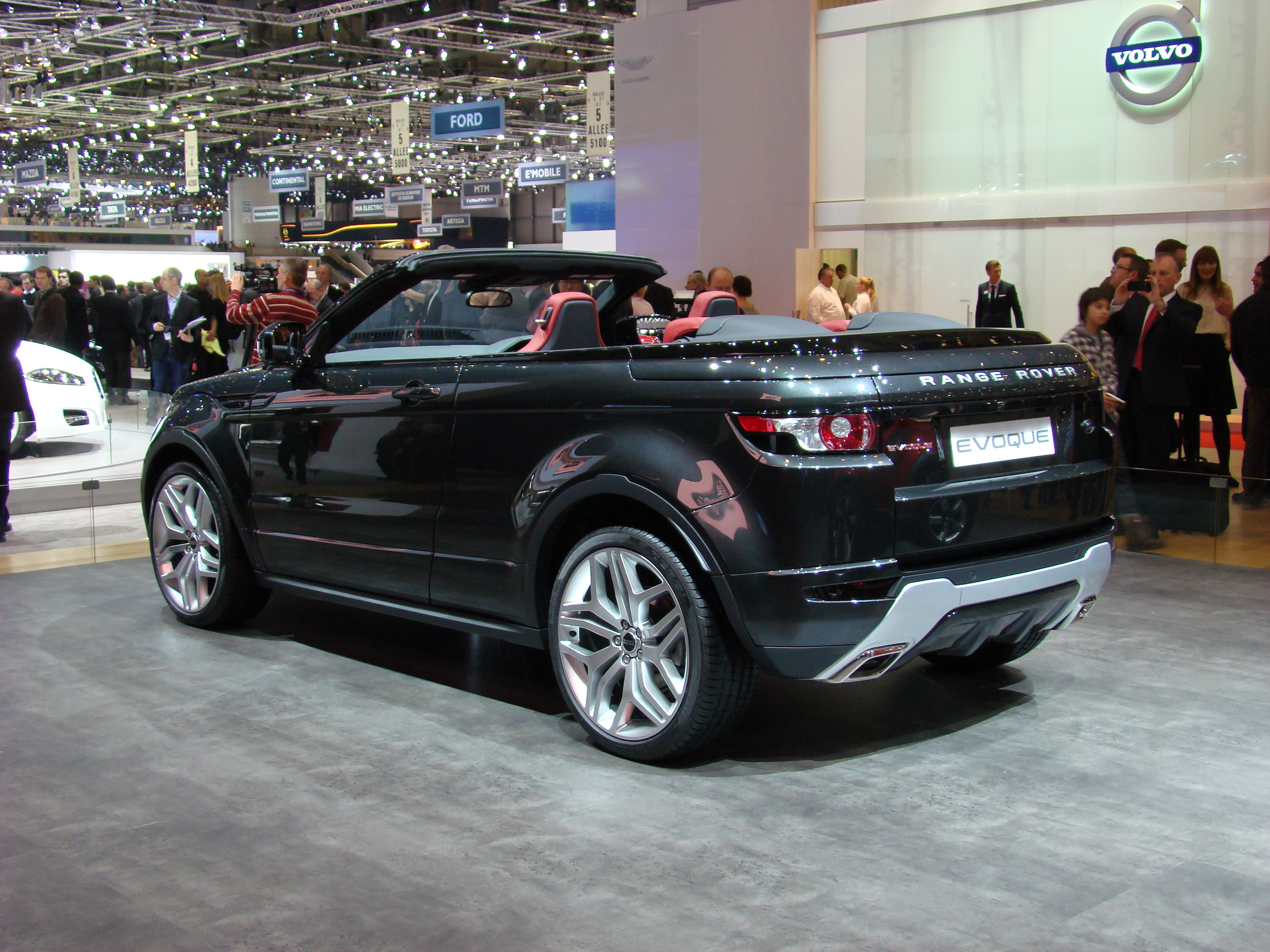 vid o en direct de gen ve 2012 range rover evoque convertible concept inutile donc indispensable. Black Bedroom Furniture Sets. Home Design Ideas