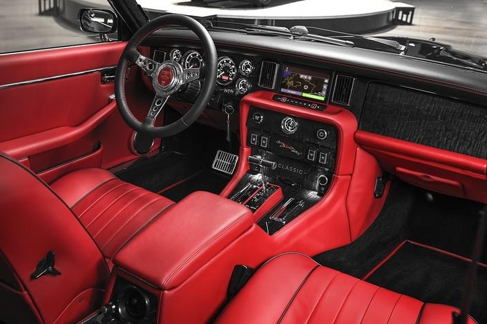 Jaguar dévoile une XJ6 spéciale en l'honneur du batteur d'Iron Maiden