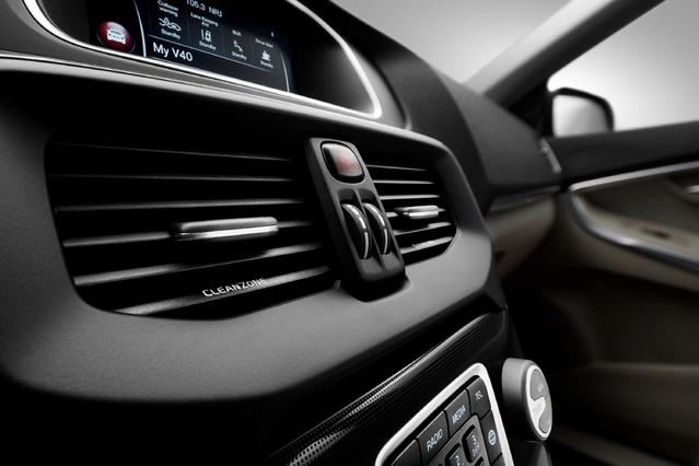 Salon de Genève 2016 - Volvo V40 restylée : coup de marteau