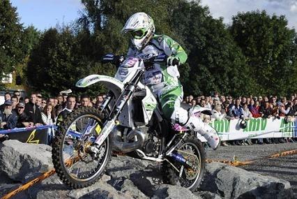 Mondial d'enduro féminin à Noiretable :  Ludivine, divine sur sa moto