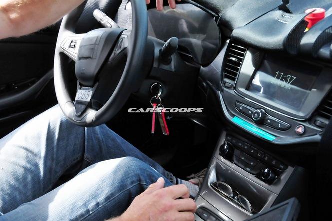 S1-Surprise-le-tableau-de-bord-de-la-future-Opel-Astra-328994